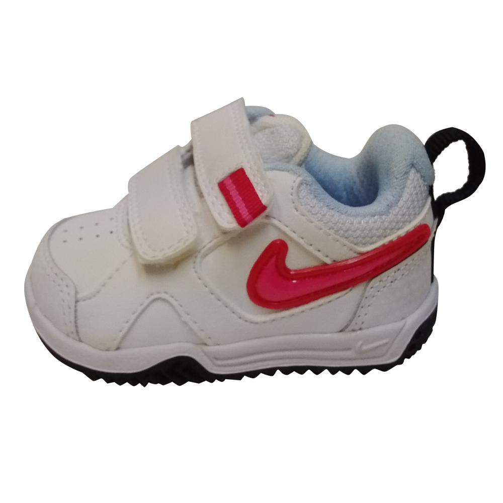 petite chaussure nike